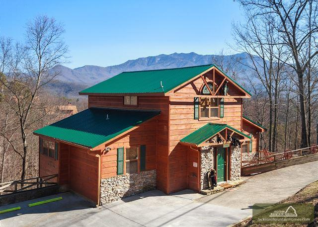 Wandering Cubs  View Jacuzzi Pets Pool Access Ski Mountain Free Nights - Image 1 - Gatlinburg - rentals