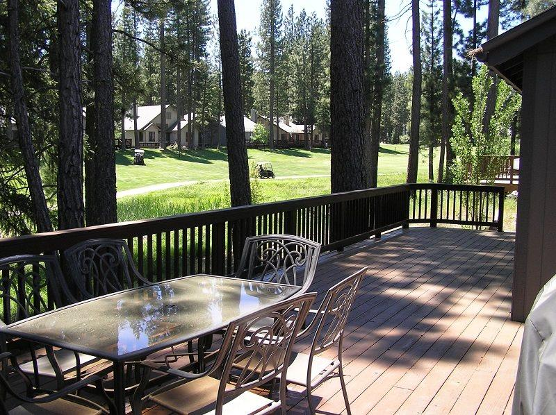 #130 SEQUOIA Mountain decor, on the golf course $200.00-$235.00 BASED ON DATES AND NUMBER OF NIGHTS (plus county tax, SDI, Cleaning Fee and processing fee) - Image 1 - Plumas County - rentals