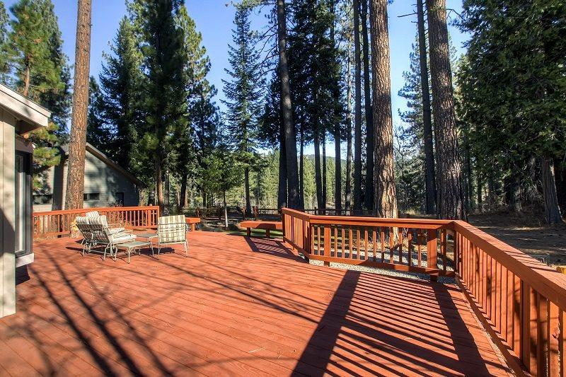 #226 SEQUOIA Stunning home that has a platform with views of the river $225.00-$255.00 BASED ON DATES AND NUMBER OF NIGHTS (plus county tax, SDI, Cleaning Fee and processing fee) - Image 1 - Graeagle - rentals