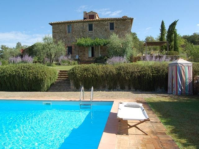 With its panoramic pool below, Podere Le Mandrie sits high to enjoy its gardens & a wide Tuscan sky - Podere Le Mandrie - Siena - rentals