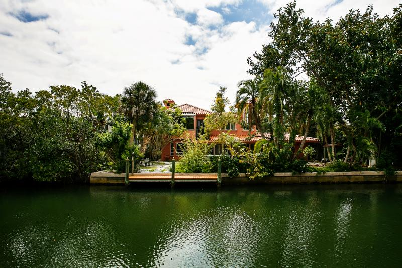 Villa on the canal. - Island Villa on canal by secluded beach - Longboat Key - rentals