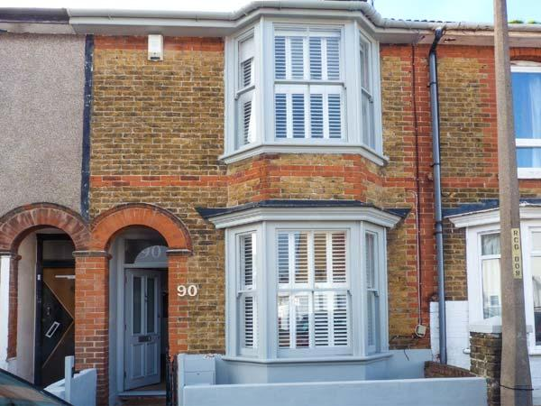 90 REGENT STREET, stylish terraced cottage, enclosed garden, close beach & harbour, Whitstable Ref 920619 - Image 1 - Whitstable - rentals