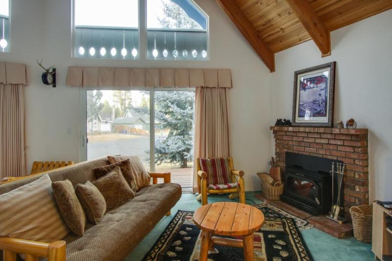 Dog-friendly lakehouse w/sun room, fenced-in backyard! Minutes from Lake Tahoe! - Image 1 - South Lake Tahoe - rentals