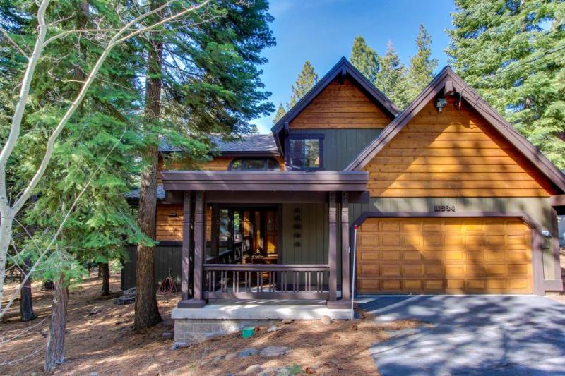 Great Tahoe Donner amenities including shared pool, spacious, cozy, quiet! - Image 1 - Truckee - rentals