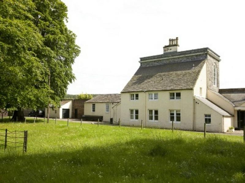 LAKESIDE COTTAGE, Gordon Castle, Fochabers, Scotland - Image 1 - Fochabers - rentals