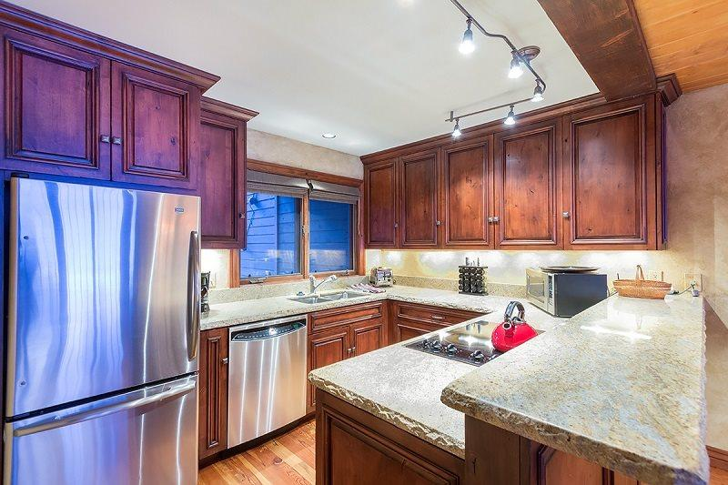 Kitchen - Granite Countertops - Stainless Steel Appliances - Riverside B102 - 2 Bd / 2 Ba - Comfortable Condo - Sleeps 5 - Amazing View of East Box Canyon - Watch or Listen to Festivals From Covered Patio - Steps to Ski Area - Telluride - rentals