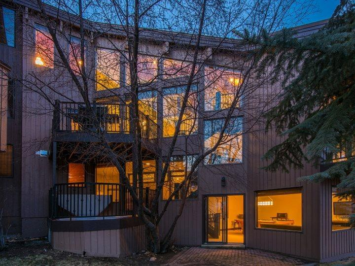 Pinnacle 38 in Deer Valley with Breathtaking Ski Run Views and Private Outdoor Hot Tub - Image 1 - Park City - rentals