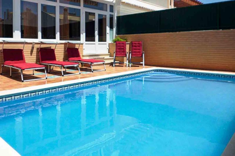 Moradia Giovani, 4 + 1 Quartos com piscina e churrasqueira privada, Armação de Pêra - Image 1 - Armação de Pêra - rentals