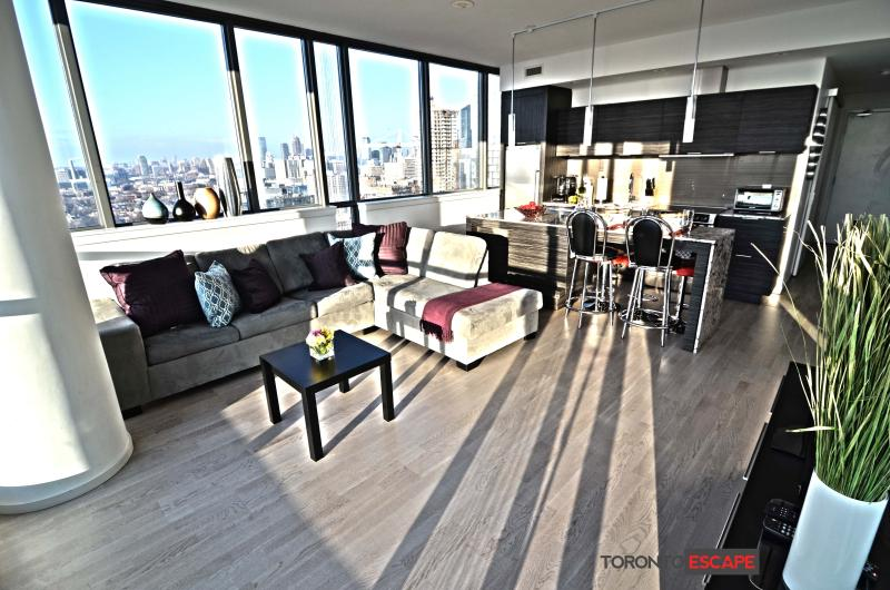 HEART OF ENT. DISTRICT, LUXURIOUS - 2bdr + 2 bath - Image 1 - Toronto - rentals