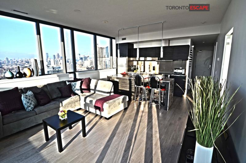 Large open concept living area, corner suite, floor to ceiling windows with beautiful layout - Heart of Entertainment District - Luxury living - Toronto - rentals