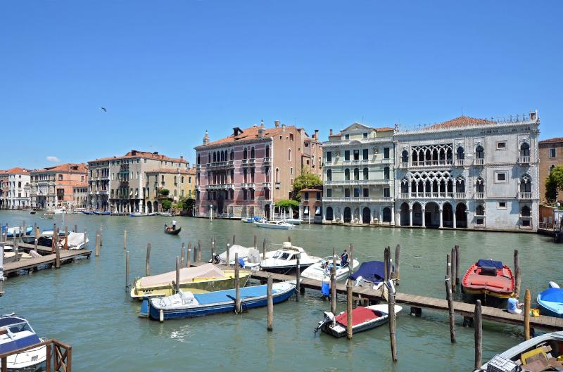 view from the living room of the Alba d'Oro on the Grand Canal in a sunny summer day - Alba D'OroOLD - Venice - rentals