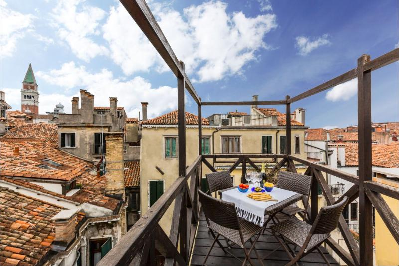 enjoy the view from the Altana roof-top terrace! - Altana - Venice - rentals