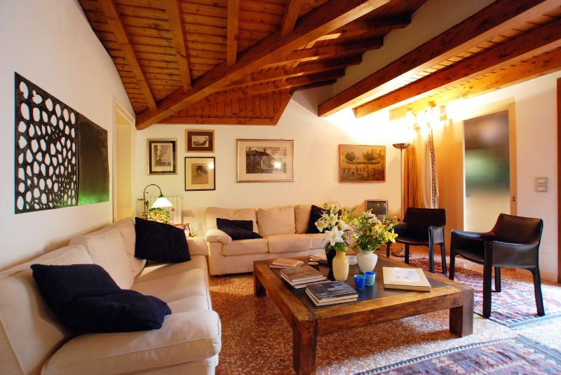 the stylish living room of the Biennale apartment in San Marco District, Venice - Biennale - Venice - rentals