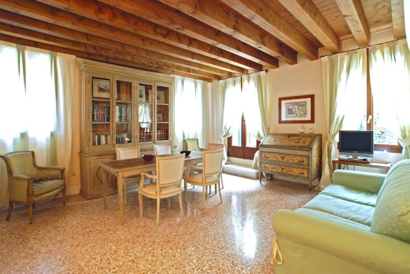 the cosy living room of the Erizzo apartment - Erizzo - Venice - rentals