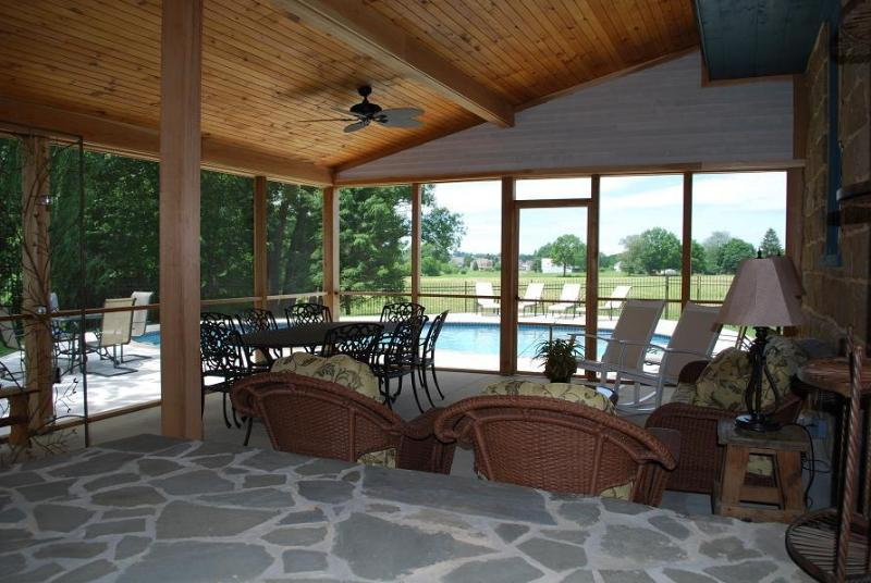 Huge screened porch overlooking private POOL. Plenty of seating for the whole family. - Gorgeous Private POOL & screened porch. Immaculate - Lancaster - rentals