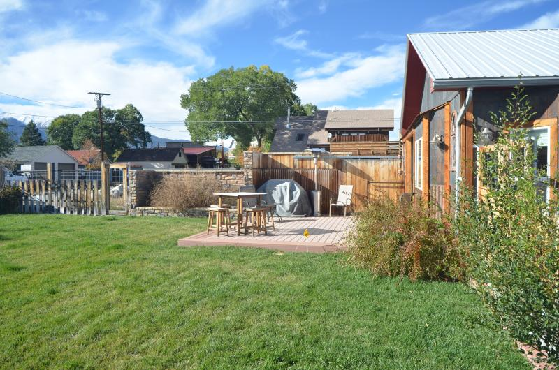 Enjoy your time on the deck in our fenced in yard. - Cozy getaway in Buena Vista - Buena Vista - rentals