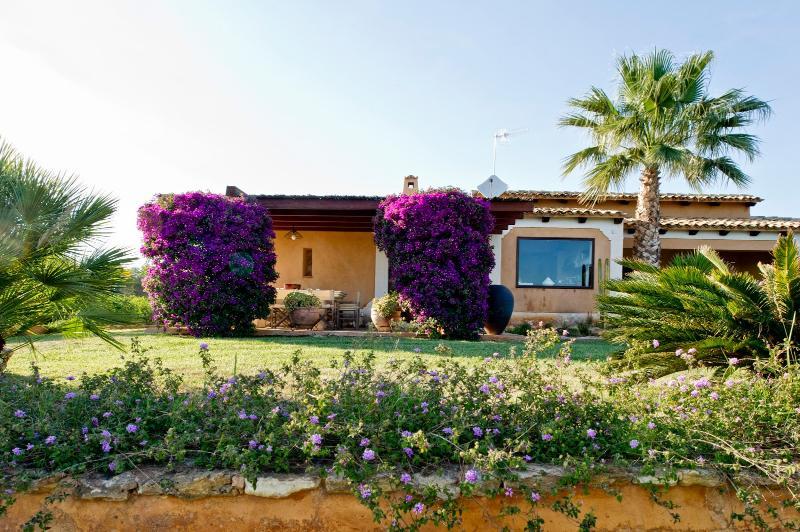 3 bedroom Villa in Castelvetrano, Sicily, Italy : ref 2294036 - Image 1 - Castelvetrano - rentals