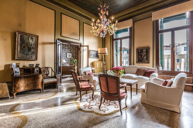 Ca'Affresco 2 - Unique luxury large apartment in the heart of San Marco - Image 1 - Venice - rentals