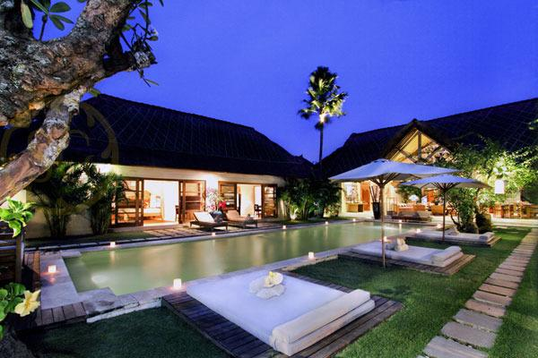 Massilia Villa I - 4 Bedroom Villa - The Villa, Pool & Garden at Dusk - Temuku Villas Seminyak - 3 to 14 Bedroom Villas - Seminyak - rentals