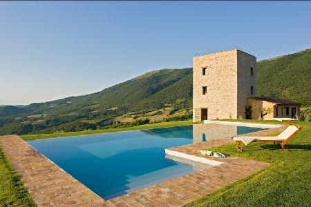 Incomparable Villa Torre offers a heated pool, jacuzzi and rooftop terrace - Image 1 - Perugia - rentals