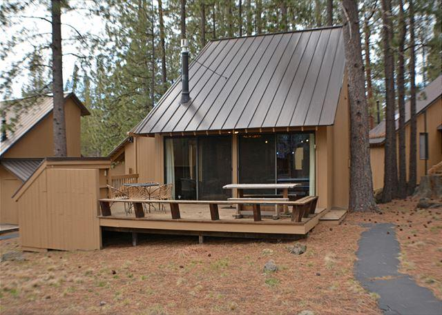Updated Cabin, Private Deck, Flat Screen TV, Close to the Village Mall - Image 1 - Sunriver - rentals