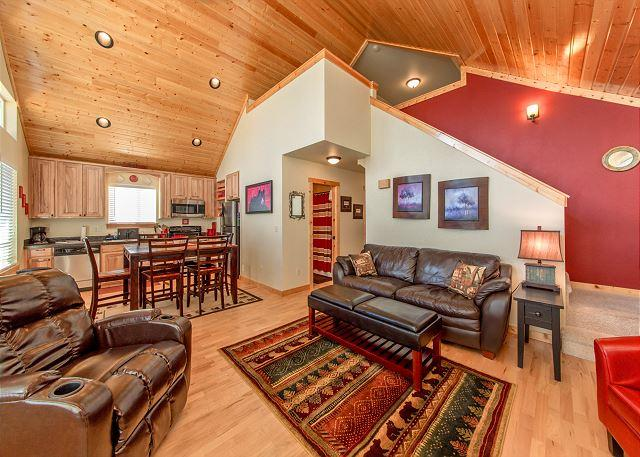 Big Pine Lodge - Cozy, New Cabin in Roslyn Ridge!  WiFi | Slps 7 | Seasonal Specials! - Ronald - rentals