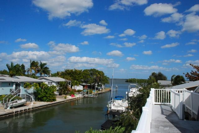 Waterside Beachhouse - Image 1 - Fort Myers Beach - rentals