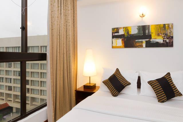 Bedroom - 2 BR Furnished Apartment for rent at Crescat - Colombo - rentals