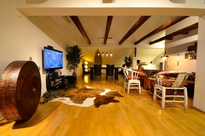 Living room - Grand Luxury Apartments - Attic Vitezna I - Attic Vitezna I - Iconic three bedroom apartment - Prague - rentals