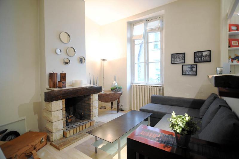 2r, Fireplace, Calm, Tour Eiffel - Champs de Mars - Image 1 - Paris - rentals