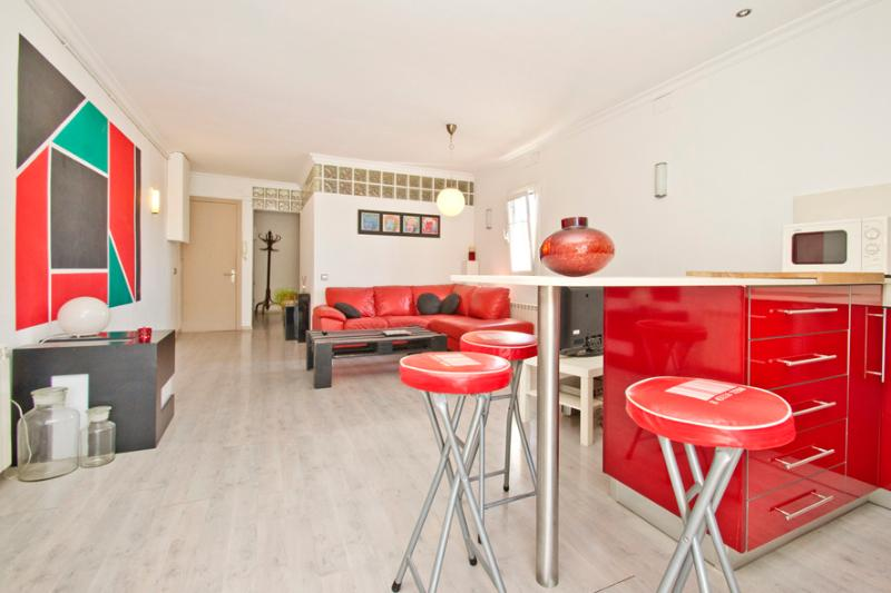 Living and dining areas - Cocoon appart. next to the beach & center - Barcelona - rentals