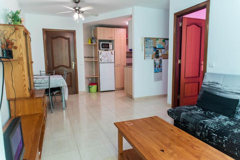Apartamento a 700 m de la playa - Capital Isla WIFI - FK - Image 1 - Puerto del Rosario - rentals