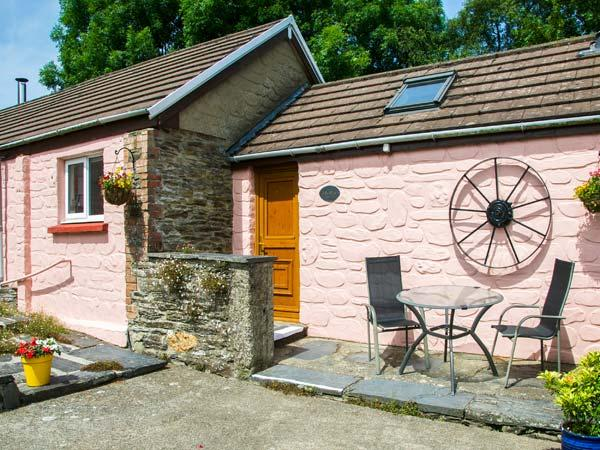 THE STABLE, single-storey, woodburner, shared use of swimming pool, romantic base, near Cardigan, Ref 920312 - Image 1 - Cardigan - rentals