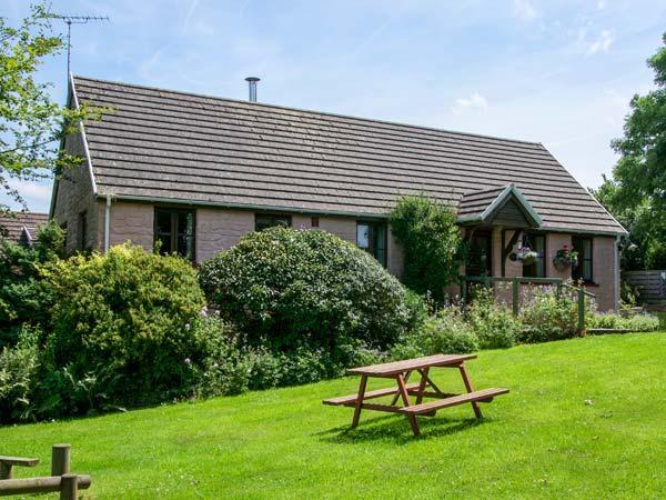 THE WHEEL, detached, single-storey, woodburner, en-suite, swimming pool on-site, near Cardigan, Ref 920388 - Image 1 - Cardigan - rentals