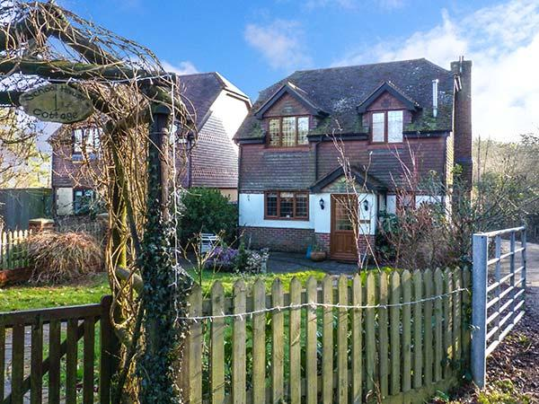 1 SCHOOL HOUSE COTTAGE, detached, open fire, WiFi, enclosed garden, pet-friendly cottage near Horsmonden, Ref. 921137 - Image 1 - Horsmonden - rentals