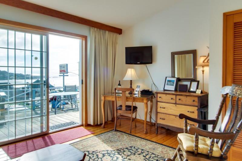 Dog-friendly studio suite w/amazing ocean views! Walk to beach, eateries, more! - Image 1 - Yachats - rentals