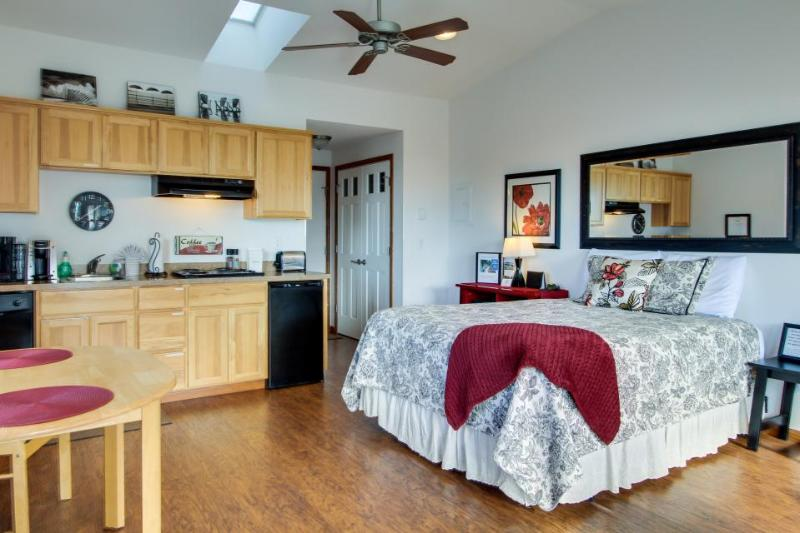 Beachy studio w/ full kitchen and ocean views! Dogs are welcome! - Image 1 - Yachats - rentals