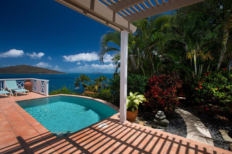 4 Bedroom, 3 Bathroom Tropical Paradise, Pool & Hot Tub, Sleeps 8 - Image 1 - Peterborg - rentals