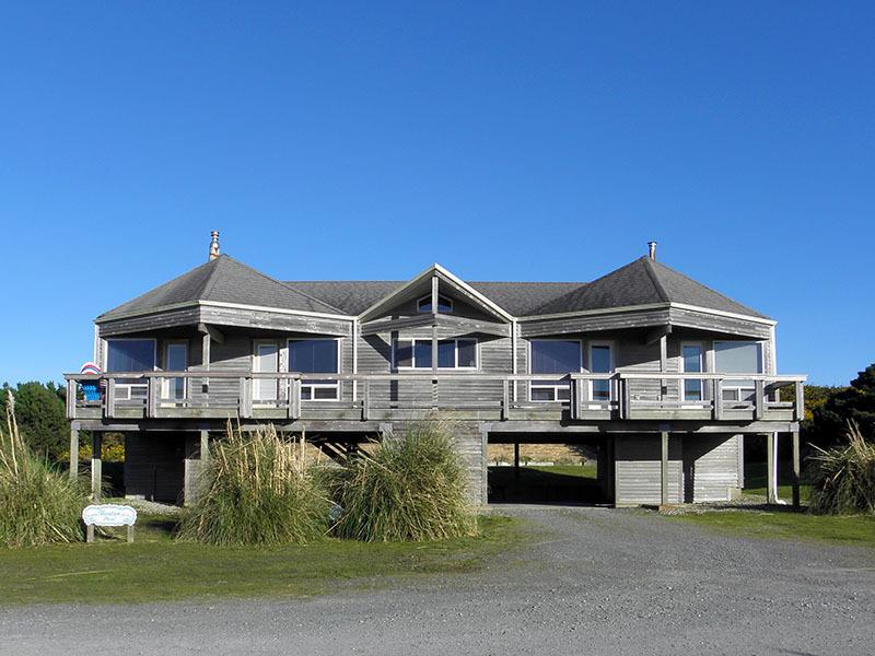 Maggie's has a deck that spans the entire west side of the house. - Maggie's Seaside Getaway - Bandon - rentals