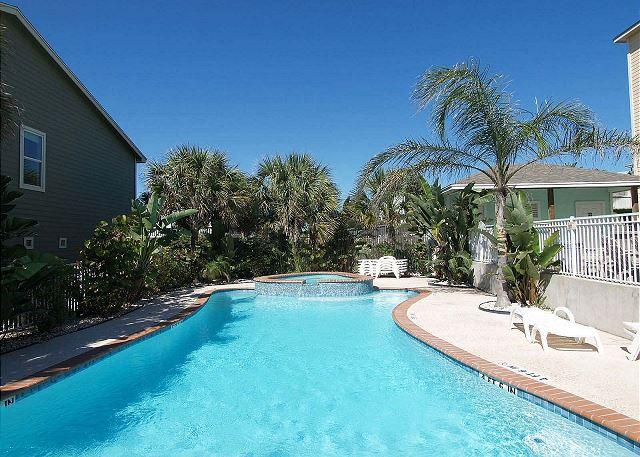 Pool!!! - Beyond the Sea, 3 story, 4 BD, 3.5 bath, sleeps 10, walk to beach and pool - Port Aransas - rentals