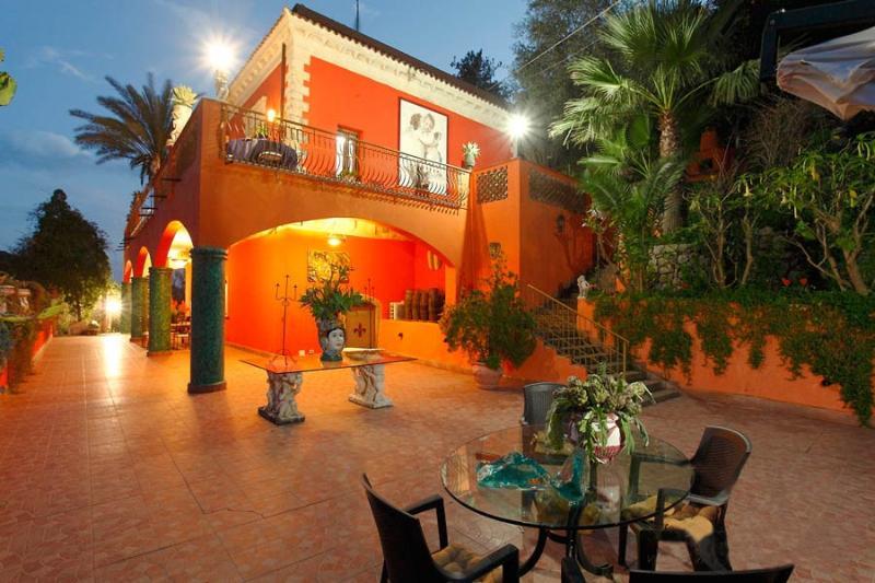 Villa Due Angeli at Night - Villa Due Angeli. Ezekial.Taormina Sicily Vicinity - Taormina - rentals