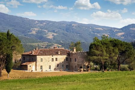 Exquisite Casale di Reschio has idyllic mountain views and luxurious furnishings - Image 1 - Cortona - rentals