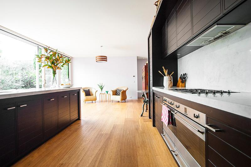 full - equipped kitchen opened on the living room - Royal Albert House - Melbourne - rentals