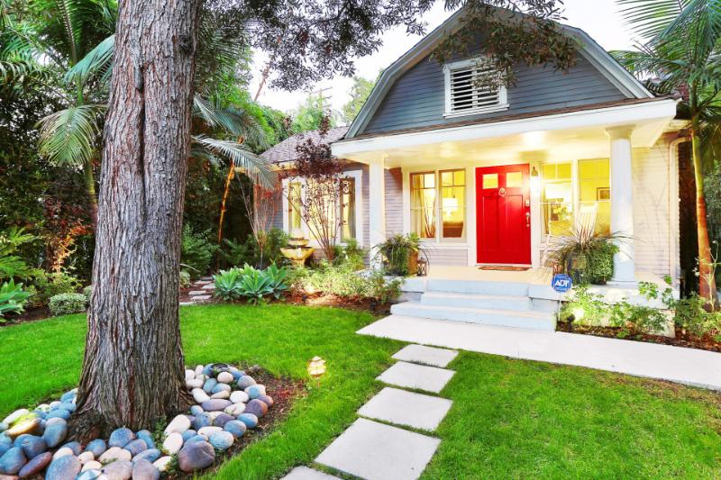 Exterior | West Hollywood Cottage | Luxury Vacation Rental by Owner -  - West Hollywood - rentals
