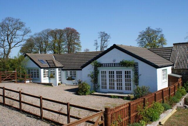 WEST FEAL COTTAGE, Near Scotlandwell, Kinross-shire, Scotland - Image 1 - Kinnesswood - rentals