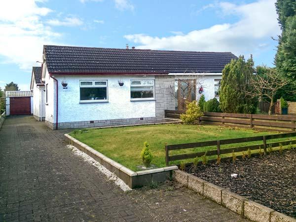LILLYDALE, semi-detached bungalow, en-suite, woodburner, lawned garden, near Carnwath, Ref 919569 - Image 1 - Netherton - rentals