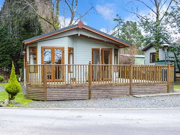 TULIP LODGE, single-storey lodge, family accommodation, on-site swimming pool, near Troutbeck Bridge, Ref 920169 - Image 1 - Troutbeck Bridge - rentals