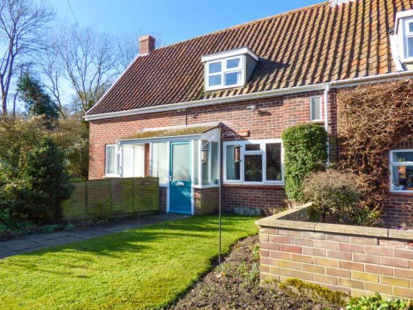 WILLOW COTTAGE, mid-terrace, summerhouse, open fire, WiFi, Ref 920723 - Image 1 - Norwich - rentals