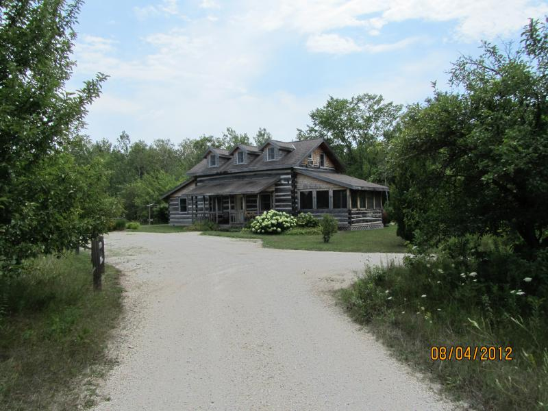 Entrance to Dovetail Acres - Dovetail Acres Log Home, Private Vacation Paradise - Sister Bay - rentals