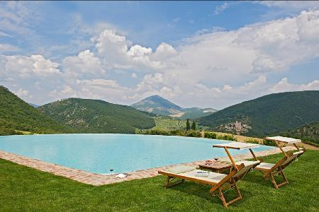 16th century farmhouse Subtilia offers spectacular views, infinity pool & private putting green - Image 1 - Perugia - rentals